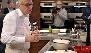 Alain Ducasse en cuisine