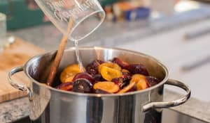 Cuisson de la confiture de prunes