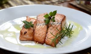 Assiette de saumon frais cuit