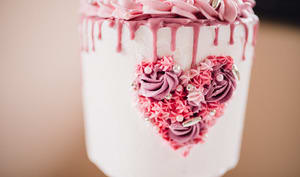 Gâteau à étages pour la saint-valentin