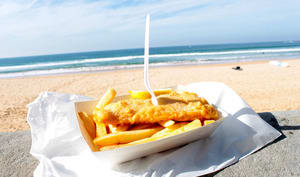 Fish and chips sur la plage