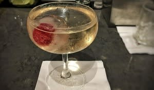 Cocktail 787 Dreamliner, vodka, vinaigre de prune et prosecco