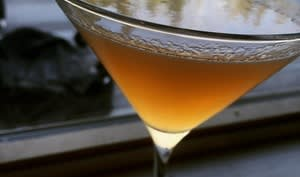 Verre de cocktail au Cointreau et au cognac, citron et orange