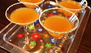 Verres de cocktails sidecar sur un plateau