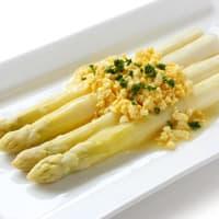 Assiette d'asperges blanches à la flamande