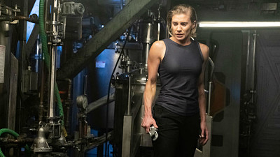 Katee%20Sackhoff%20Attempts%20to%20Save...
