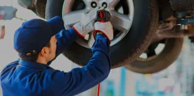 Reifenwechsel winterreifen mechaniker