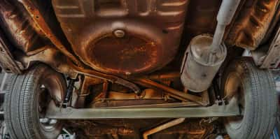 Rusten undervogn bil rustbeskyttelse