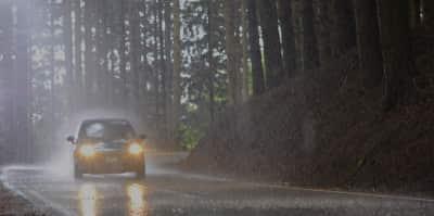 Comment proteger sa voiture des fortes averses
