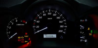 Hvad betyder bilens advarselslamper