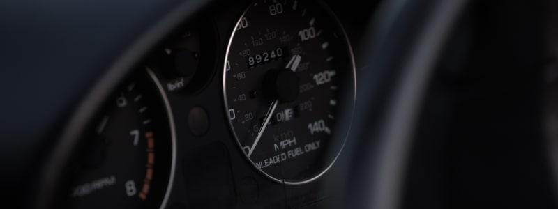 Hier finden Sie die wichtigsten Warnleuchten in Ihrem Auto und können Ihr Wissen testen und herausfinden, was bei welcher zu tun ist.