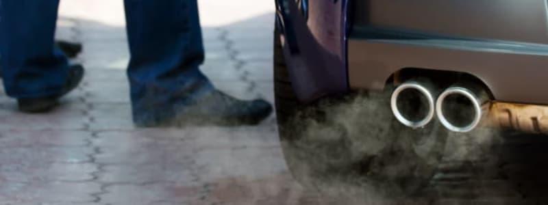 Udstødningsrør med røg på Škoda