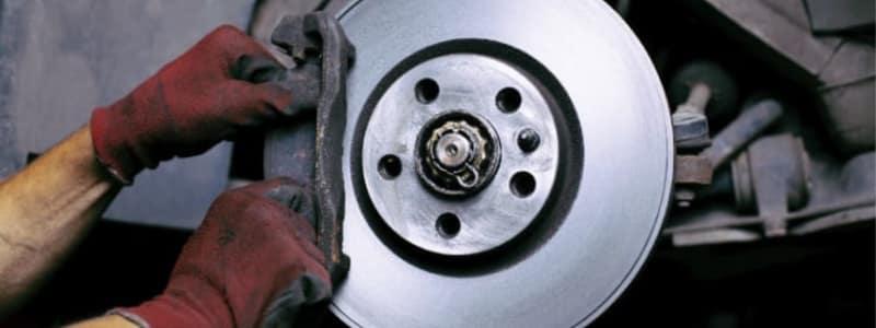 Udskiftning af bilens bremseklodser