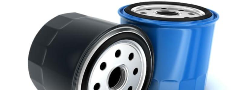 Et blåt og et sort oliefilter til biler