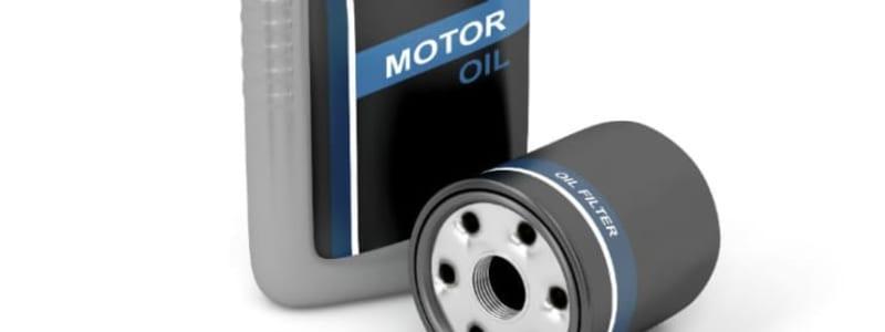 Skift af oliefilter i en bilmotor
