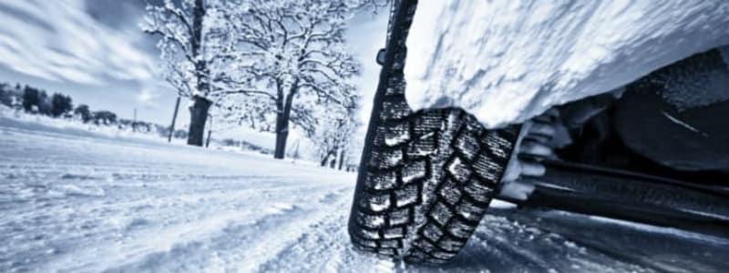 Sne og is - bil på vinterdæk