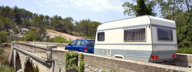 Her er reglerne for at køre med trailer og campingvogn i Danmark