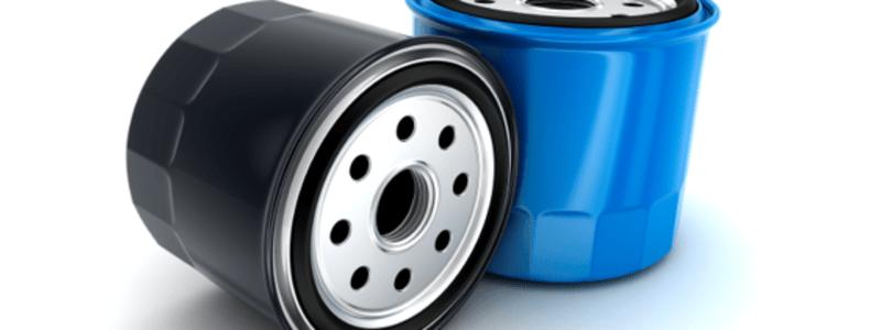 Deux filtres à huile automobile