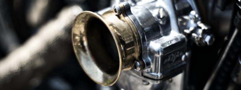 carburateur d'un moteur automobile en gros plan