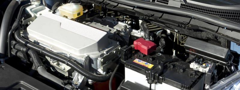 Bilmotor, batteri och olika motordelar