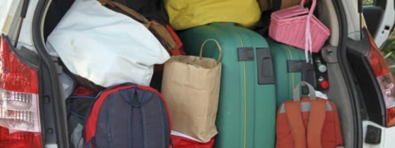 Fullpackat bagageutrymme i bil