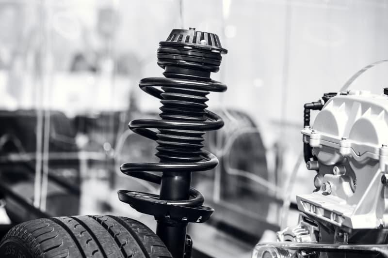 Hvad koster det at få udskiftet støddæmperne på en Škoda?