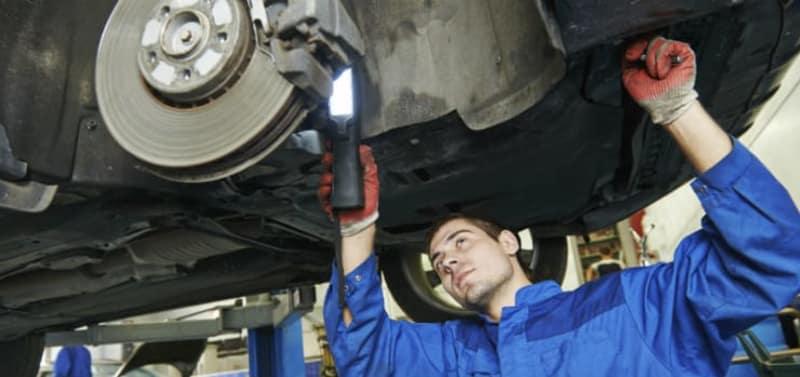 Sådan udluftes bremserne af mekaniker