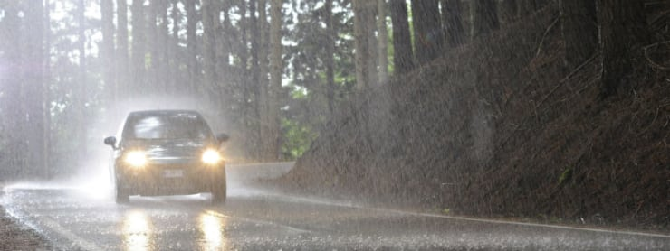 Schütze dein Auto bei starken Regenfällen