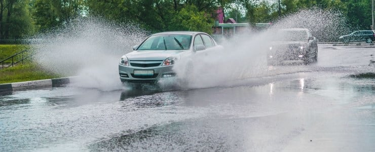 Start ikke bilen, hvis den er blevet oversvømmet