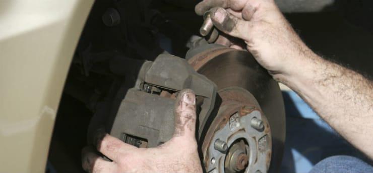Wie wechselt man die Bremsscheiben?