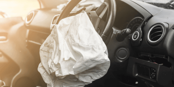 airbag ouvert volant voiture