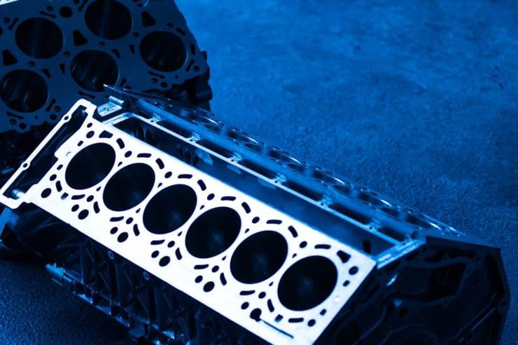 bloc moteur six cylindres