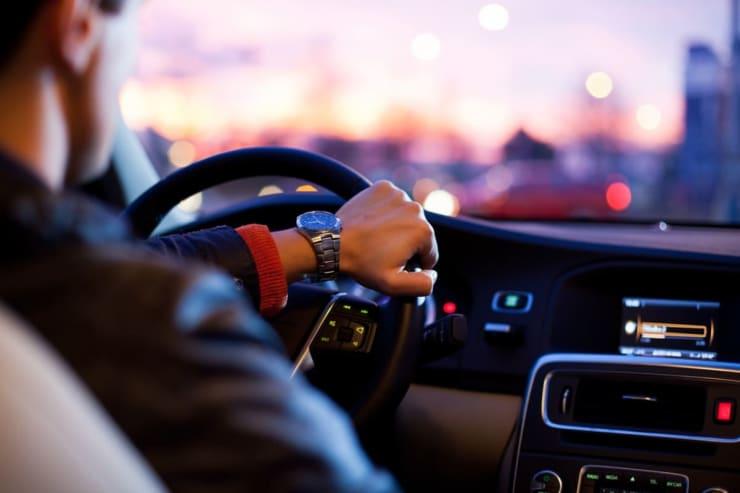 automobiliste au volant