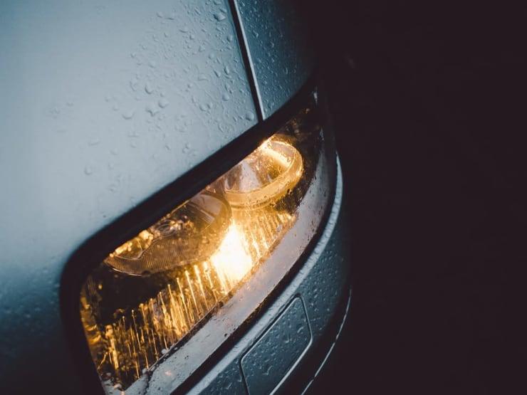 phare allumé voiture