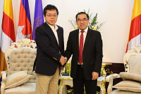 Mr. Veng Sakhorn received Mr. Yuji...