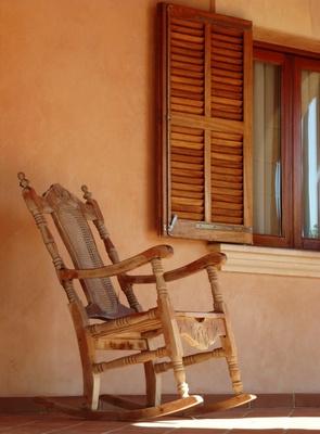 fensterl den aus holz sind gleicherma en einbruchs und sichtschutz. Black Bedroom Furniture Sets. Home Design Ideas