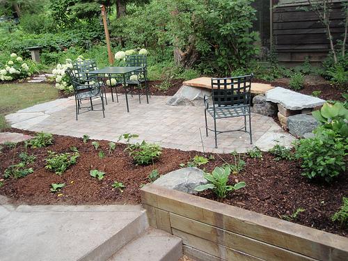 steinplatten f r die terrasse moderne pflasterplatten. Black Bedroom Furniture Sets. Home Design Ideas