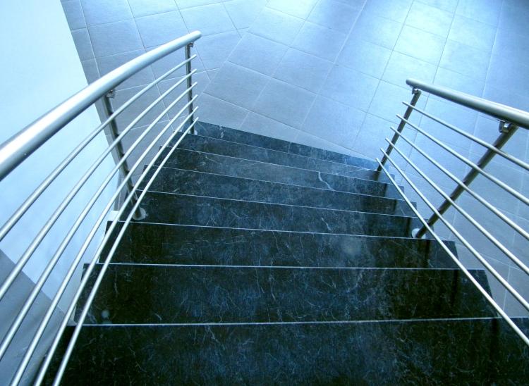 mit granitplatten eine treppe individuell gestalten. Black Bedroom Furniture Sets. Home Design Ideas