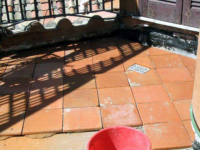 Bodenfliesen aus Terracotta – Mediterranes Flair für Haus