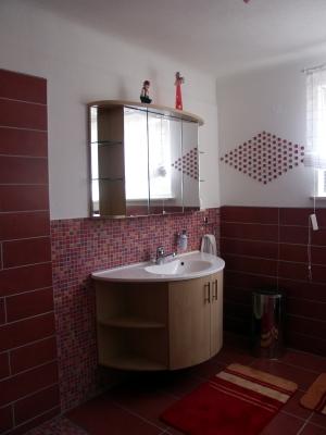 steinteppich im bad muss fachgerecht verlegt werden. Black Bedroom Furniture Sets. Home Design Ideas