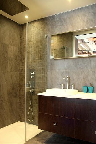 f r mehr sicherheit und selbstst ndigkeit im alltag die dusche barrierefrei. Black Bedroom Furniture Sets. Home Design Ideas