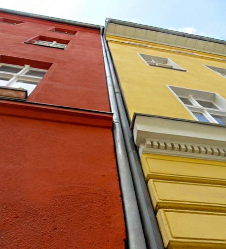 Farbe Lässt Die Welt Leuchten. Der Malerfachmann Hilft Bei Der Wahl Der  Richtigen Farbe.