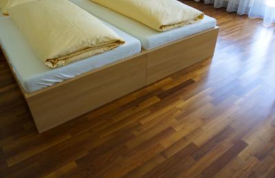 beizen als ideale oberfl chenvorbereitung mit sch nen farbeffekten. Black Bedroom Furniture Sets. Home Design Ideas