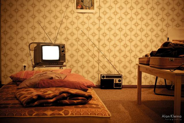 retro tapete alte muster sind wieder top aktuell. Black Bedroom Furniture Sets. Home Design Ideas