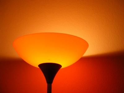 Für Das Wohnzimmer Können Sie Farben Wählen, Die Regenerieren Und  Entspannen. Orange Zum Beispiel