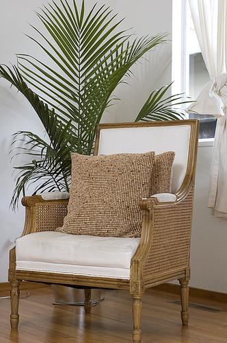 kolonialstil m bel exotisches flair im haus. Black Bedroom Furniture Sets. Home Design Ideas