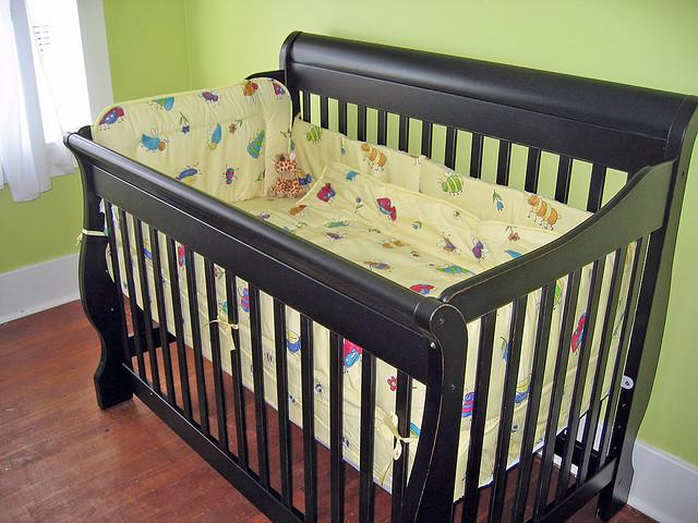 das babybett aus holz f r einen sicheren und erholsamen schlaf. Black Bedroom Furniture Sets. Home Design Ideas