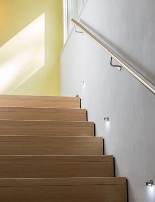 treppenstufen abschleifen holztreppe renovieren. Black Bedroom Furniture Sets. Home Design Ideas