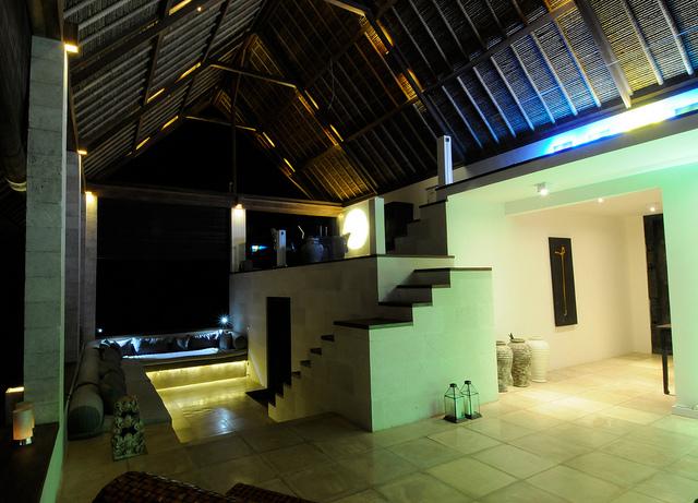 einsatz einer led beleuchtung im eingangsbereich eines hauses led beleuchtung haus. Black Bedroom Furniture Sets. Home Design Ideas