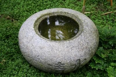 gartenbrunnen g nstig eine oase erschaffen. Black Bedroom Furniture Sets. Home Design Ideas